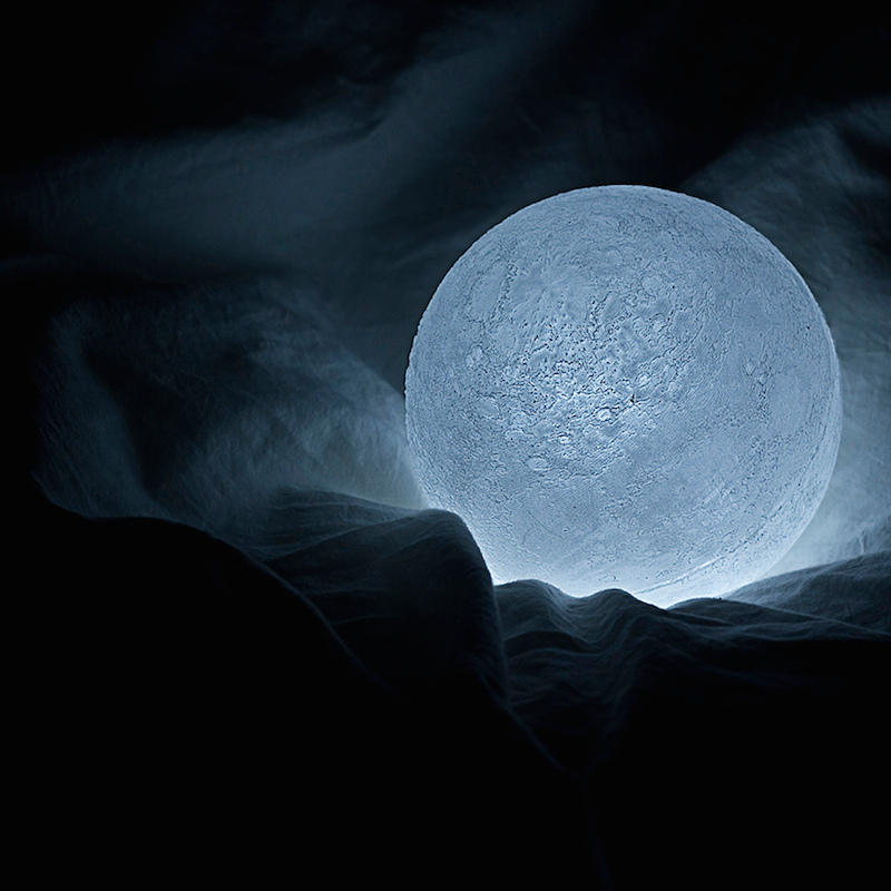 The_Moon_Lamp_Nosinger_02